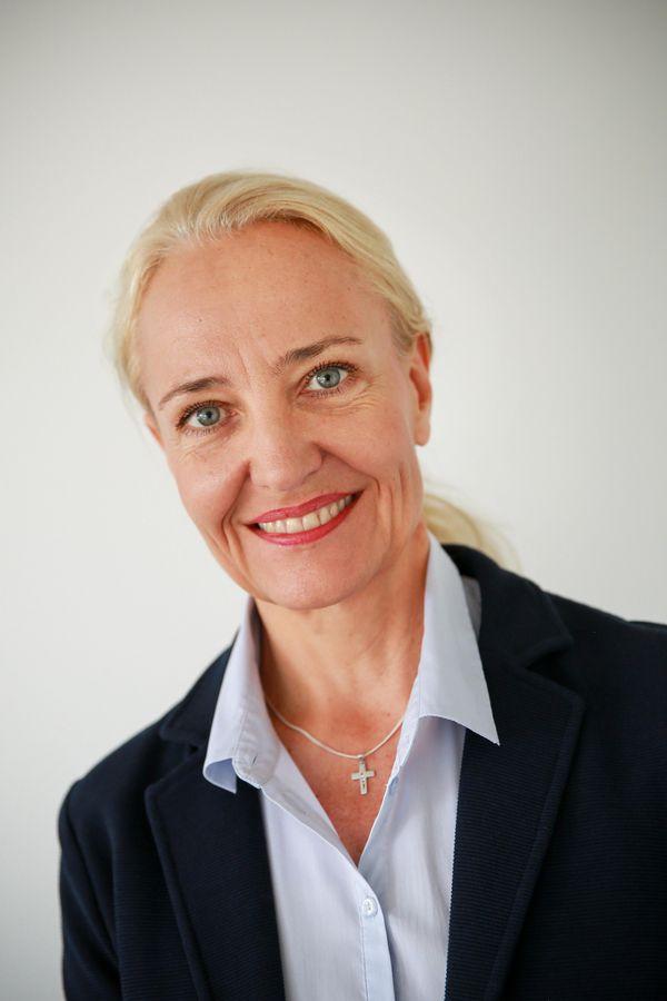 Portrait von Sylvia Fischer, der Einrichtungsleitung des Christian-Geyer-Heims
