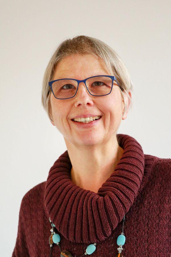 Portrait von Anne Wienecke, Einrichtungsleiterin der Heilpädagogischen Tagesstätte und Familienwohngruppe