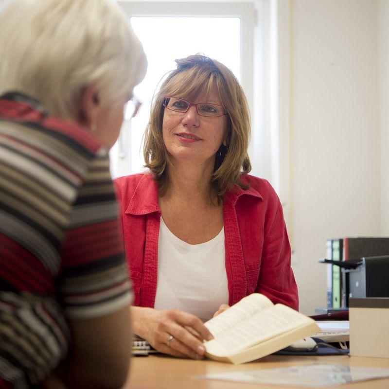 Beratungsgespräch zwischen zwei Frauen