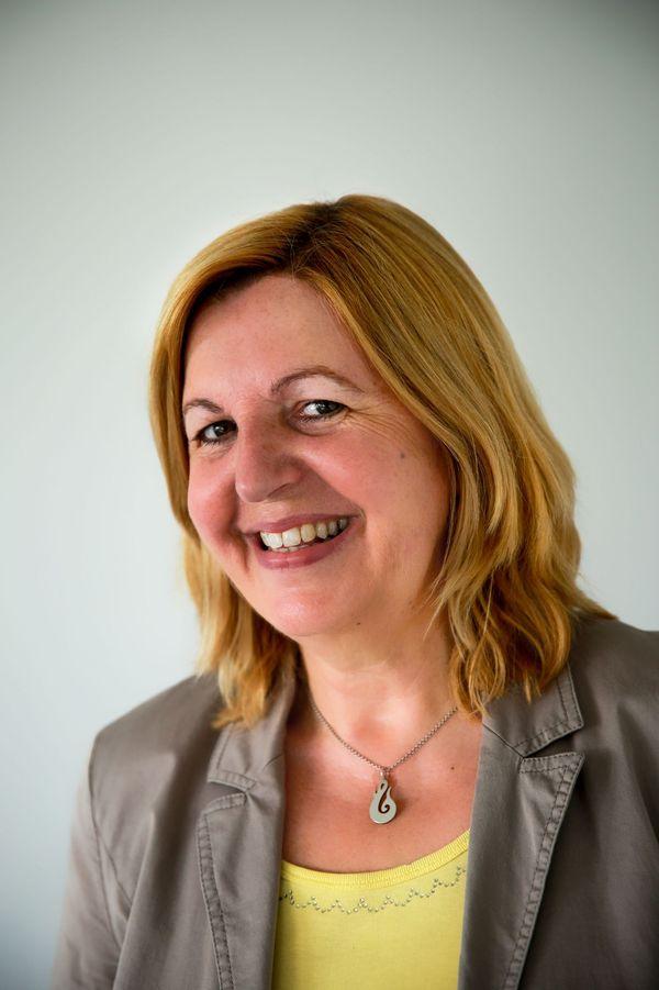 Portrait von Hiltrud Betz, der Einrichtungsleiterin der Autismus-Ambulanz