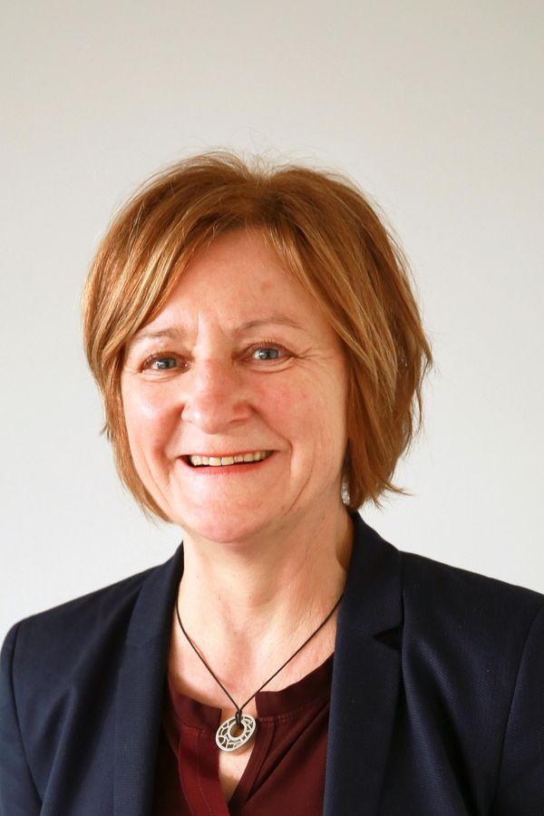 Portrait Elke Dörr, Einrichtungsleiterin vom Jugendmigrationsdienst