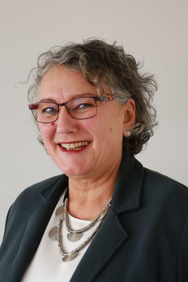 Portrait von Ruth Persau, der Einrichtungsleitung der Schwangerschafts- und Sexualberatung